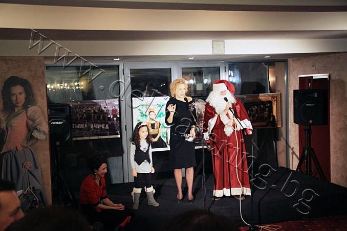 Коледно парти на ф-а Еврохолд в Младежки Театър 19.12.2011г.