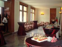 Кетъринг: Презентация на ф-а Изола Петров в сградата на Съюза на Архитектите, 70 гости - 14.04.2010г.