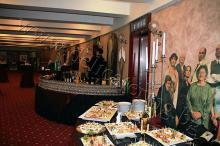 Кетъринг: Коледно парти на ф-а Еврохолд в Младежки Театър 19.12.2011г.