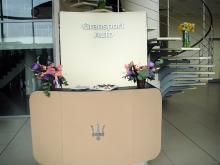 Кетъринг: Коктейл по връчване на новото Мазерати на Евгени Минчев, 40 гости - 15.04.2010г.